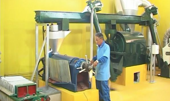 mini commercial cooking oil plant in running